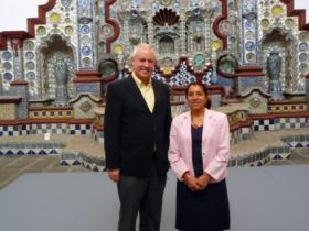 Amos Schueller and Lic. Marina M. Hernández Aguilar, vice-director of the Centro Cultural Isidro Fabela