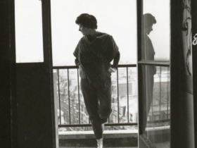 Soshana on the balcony of her appartment | Paris 1962
