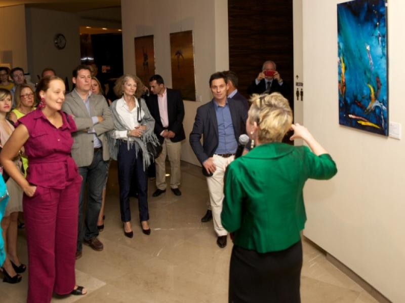 Prof. Dr. Martina Pippal introducing the attendant crowd into the exhibition