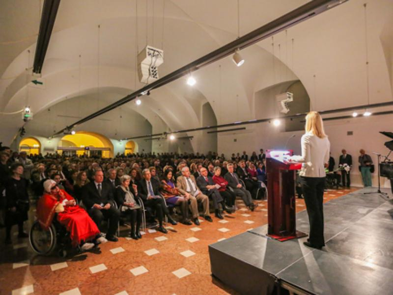 Dr. Johanna Rachinger holding a speech